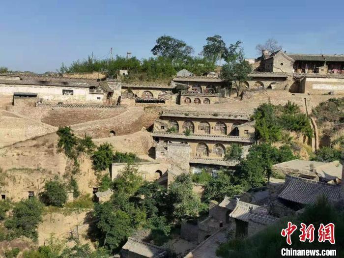 Ngôi làng cổ bên sông Hoàng Hà, xây nhà thành hang động, cao tới 11 tầng 2