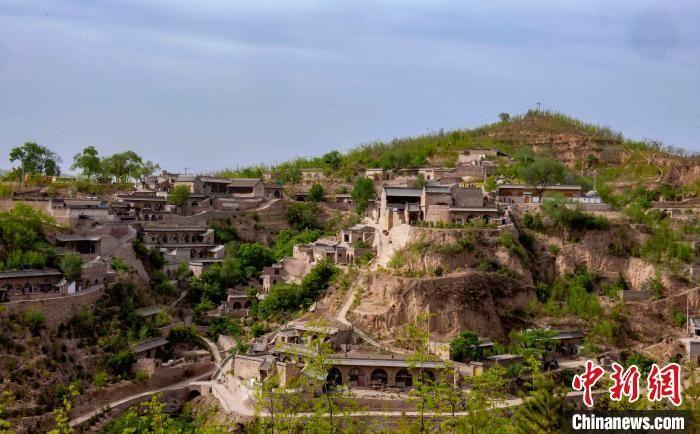 Ngôi làng cổ bên sông Hoàng Hà, xây nhà thành hang động, cao tới 11 tầng 3