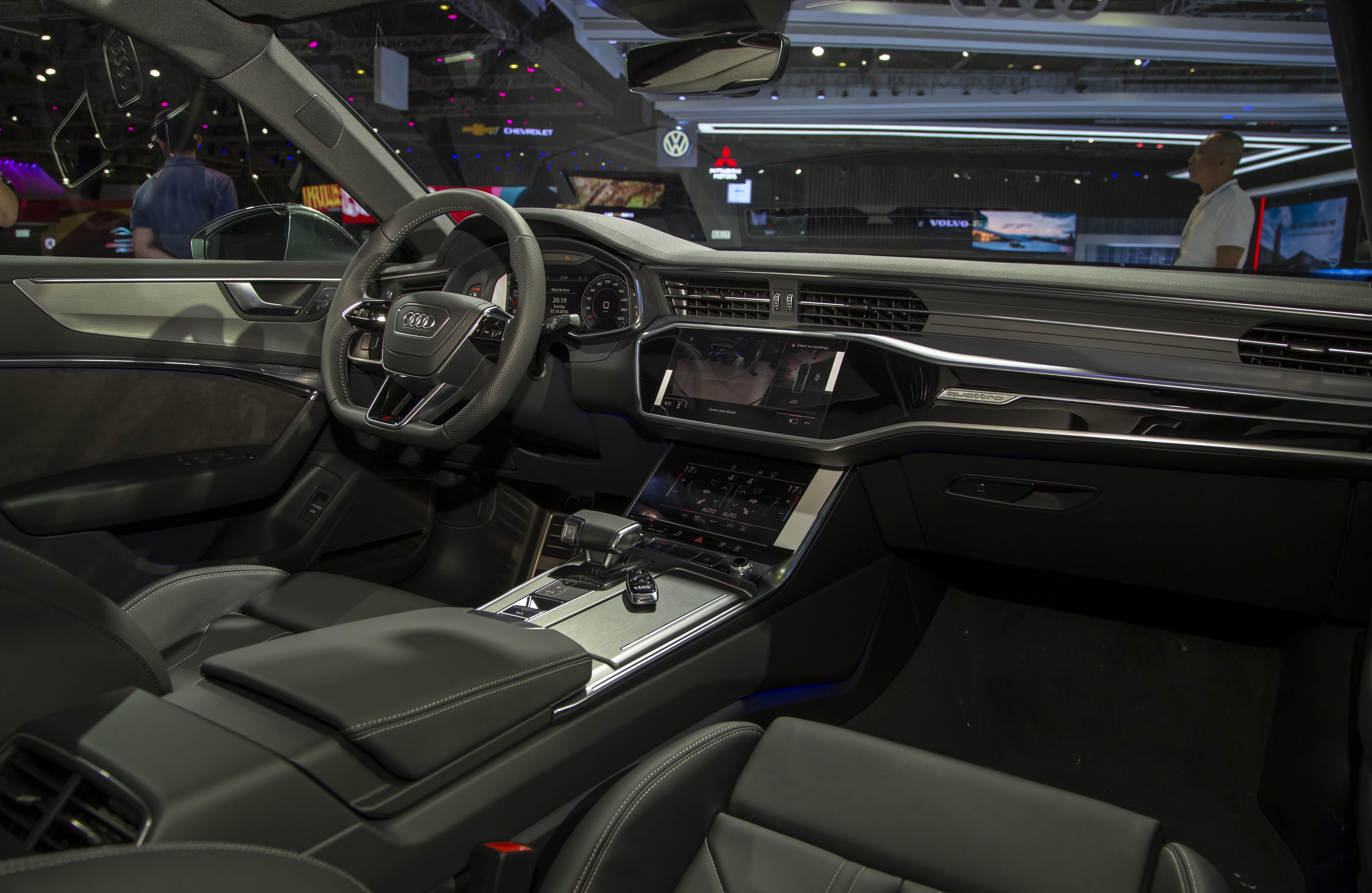 Khoang nội thất sang trọng đặc trưng của Audi