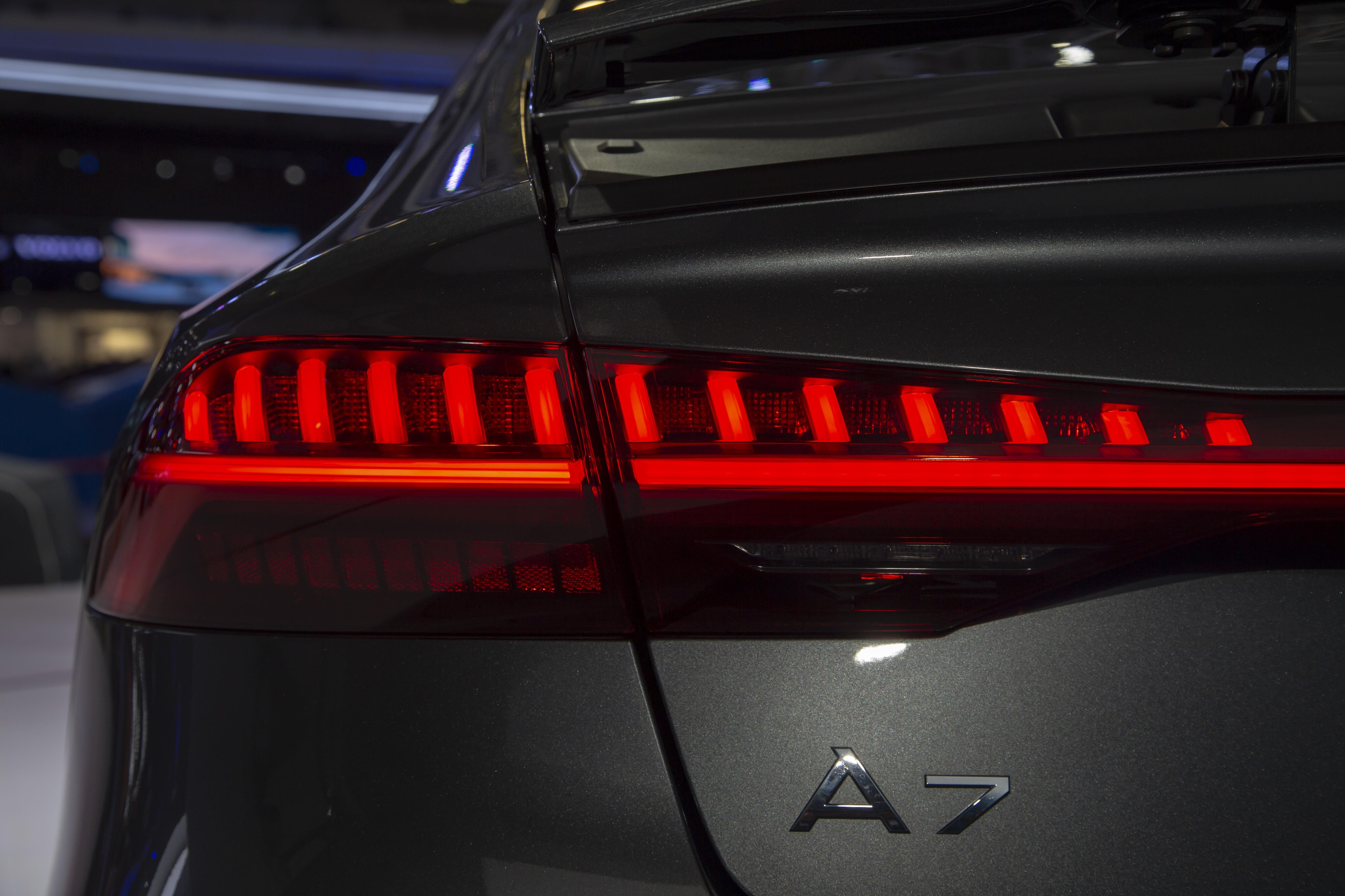 Cụm đèn hậu trên A7 Sportback mới dùng công nghệ OLED.