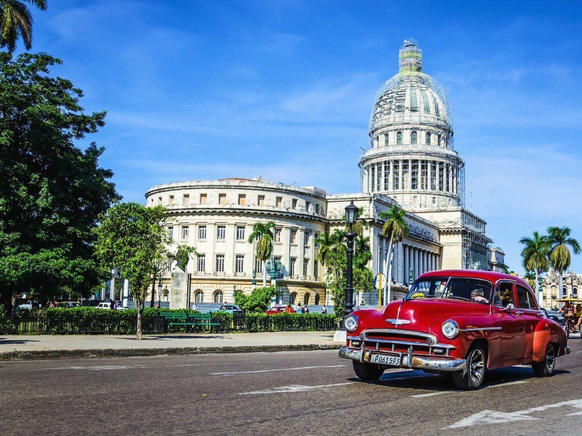 Hình ảnh những chiếc xe cổ có trước cuộc cách mạng năm 1959 đã rất quen thuộc trên đường phố Havana, Cuba.