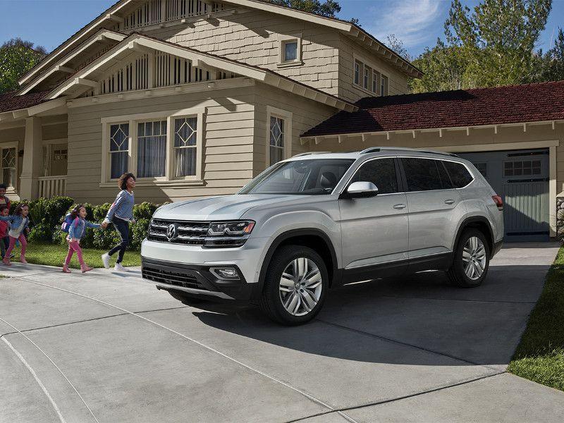 5. Volkswagen Atlas 2019 có mức tiêu thụ nhiên liệu 22 dặm/ gallon trong phố, 26 dặm/ gallon cao tốc và 24 dặm/ gallon đường hỗn hợp