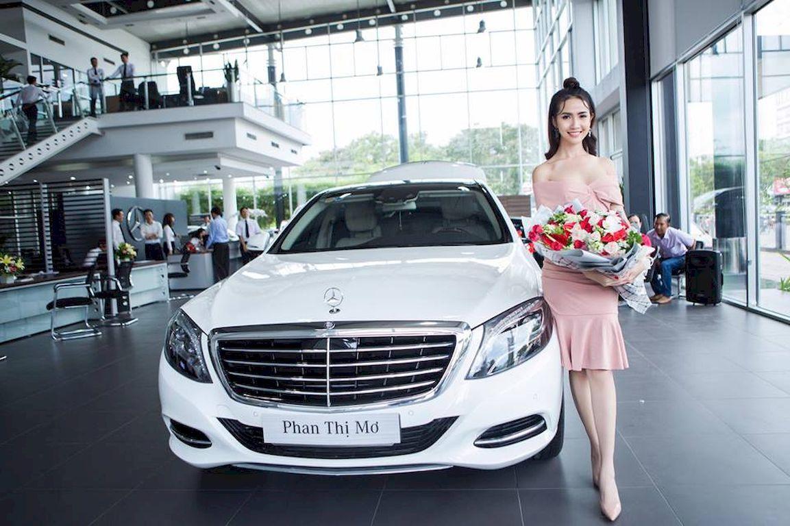 Chiếc Mercedes-Benz S400 được Hoa hậu Phan Thị Mơ mua năm 2017.