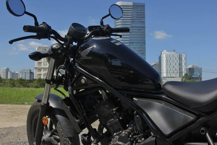 Mẫu xe môtô phân khối lớn Honda Rebel 300 2019 kiểu dáng hoài cổ thiết kế lạ nhưng đẹp mắt.