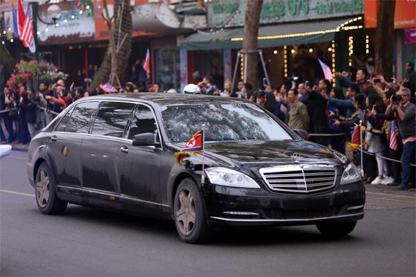 Chiếc xe được ông Kim Jong Un mang sang Hà Nội để dự Hội nghị thượng đỉnh Mỹ - Triều lần này vẫn là Mercedes-Benz S600 Pullman Guard mà ông sử dụng hồi tháng 6 năm ngoái tại Singapore