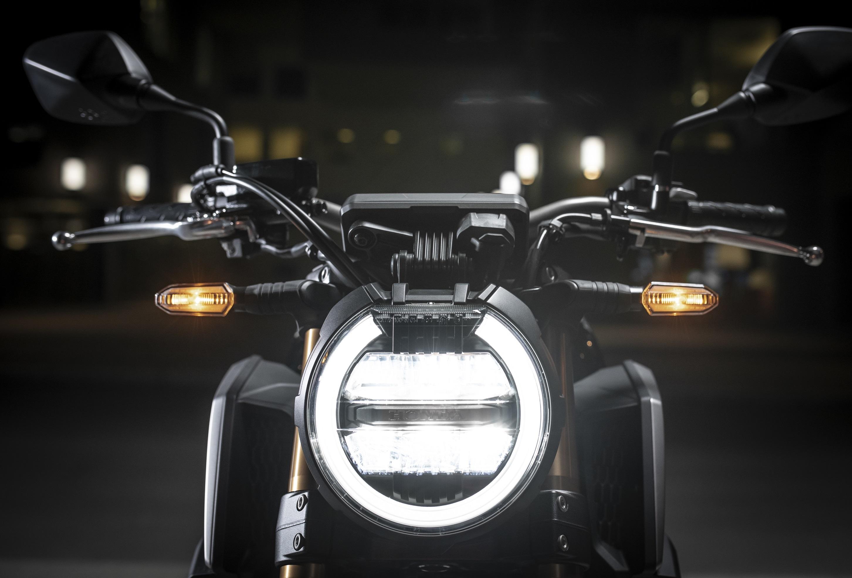 Honda CB650R được trang bị hệ thống đèn LED mới