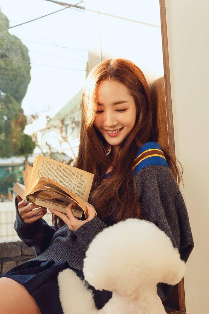 Namoo Actor - công ty quản lý của nữ diễn viên Park Min Young vừa đăng tải loạt hình ảnh mới nhất của cô và nhận được nhiều chú ý.
