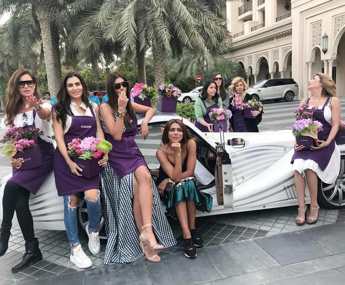 """Arabian Gazelles - """"Những cô linh dương Ả Rập"""" được thành lập từ năm 2016 bởi Hanan Mazouzi Sobati và một số người bạn khác, đánh dấu sự ra đời của câu lạc bộ siêu xe nữ đầu tiên và duy nhất trên thế giới"""