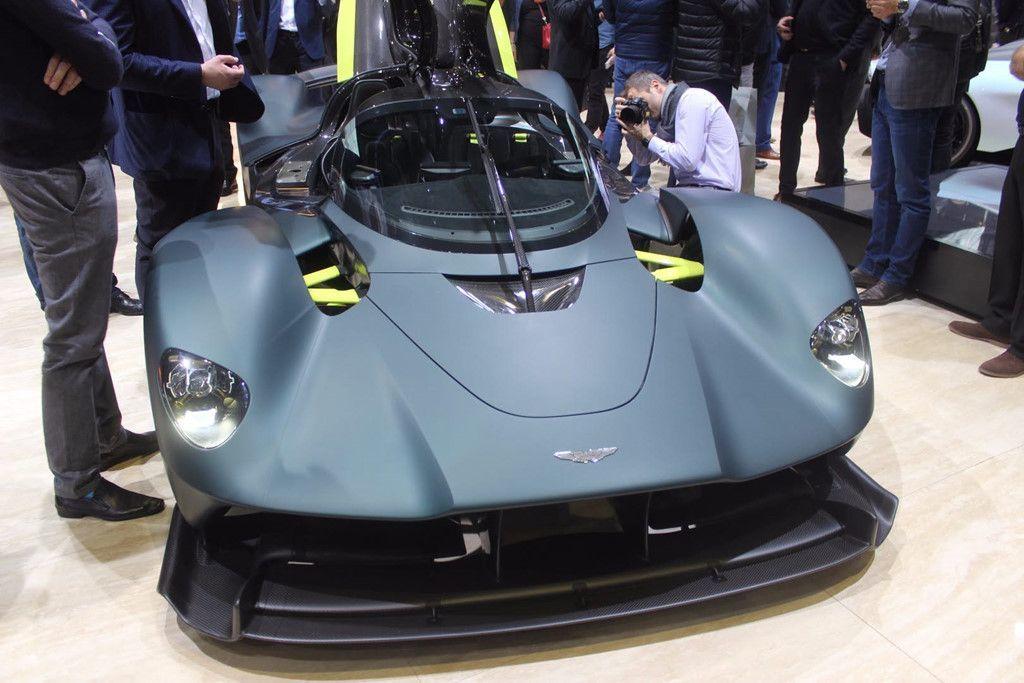 Đây là cỗ máy V12 dung tích 6.5L được phát triển bởi một hãng chuyên cung cấp động cơ hàng đầu Anh quốc có tên là Cosworth