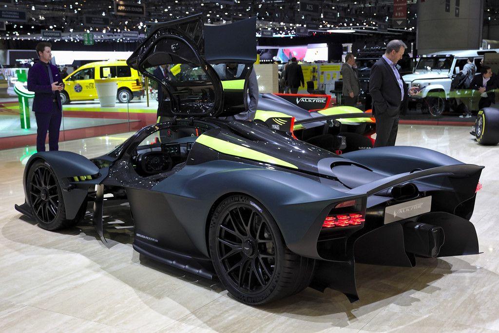Ngay cả bản thân Aston Martin cũng luôn rất tự hào về cỗ máy V12 của Valkyrie. Họ cho rằng siêu xe này đang sở hữu sự tối thượng của động cơ đốt trong và chuẩn mực mới mà không động cơ nạp khí tự nhiên nào có thể vượt qua
