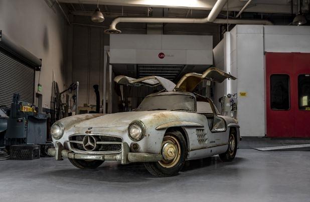Năm nay, Mercedes-Benz sẽ mang tới triển lãm chiếc Gullwings 300SL đời 1954 rất quý hiếm và được giới sưu tầm xe thế giới phải bất ngờ