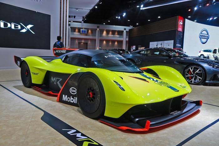 Ra mắt tại triển lãm Geneva Motor Show 2018, hơn một năm sau, siêu xe đua Aston Martin Valkyrie AMR Pro mới chính thức đặt chân đến Đông Nam Á