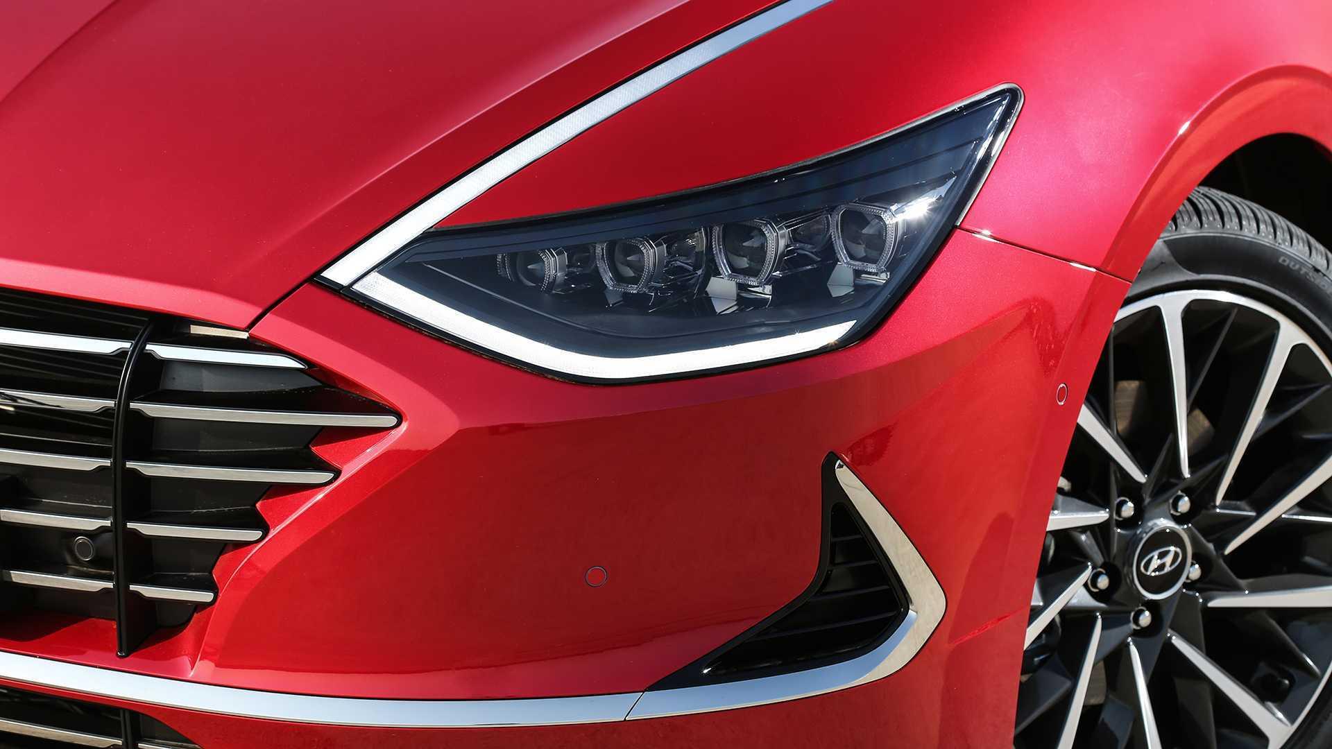 Cụm đèn pha là điểm mới trên Sonata 2020