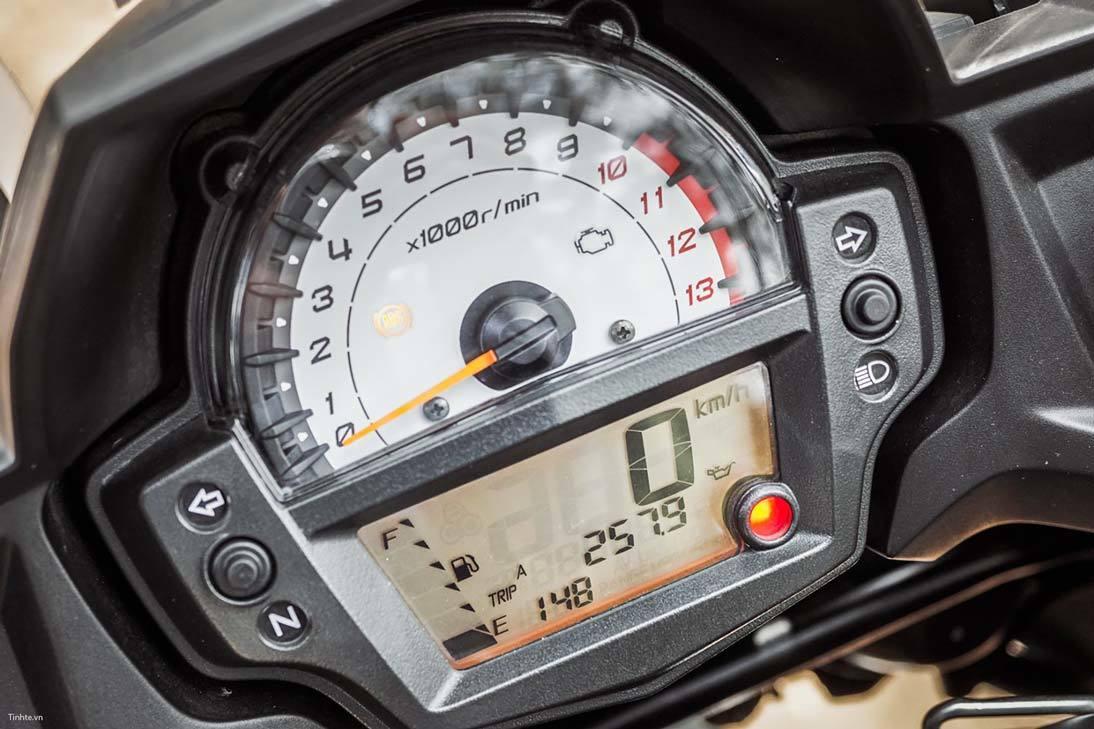 Đi đúng số: Việc đi đúng số không chỉ đảm bảo an toàn cho bạn khi lái xe mà còn giúp bạn tiết kiệm xăng. Đi không đúng số khiến các động cơ xe máy sẽ tiêu tốn năng lượng nhiều hơn mức bình thường gây hao xăng