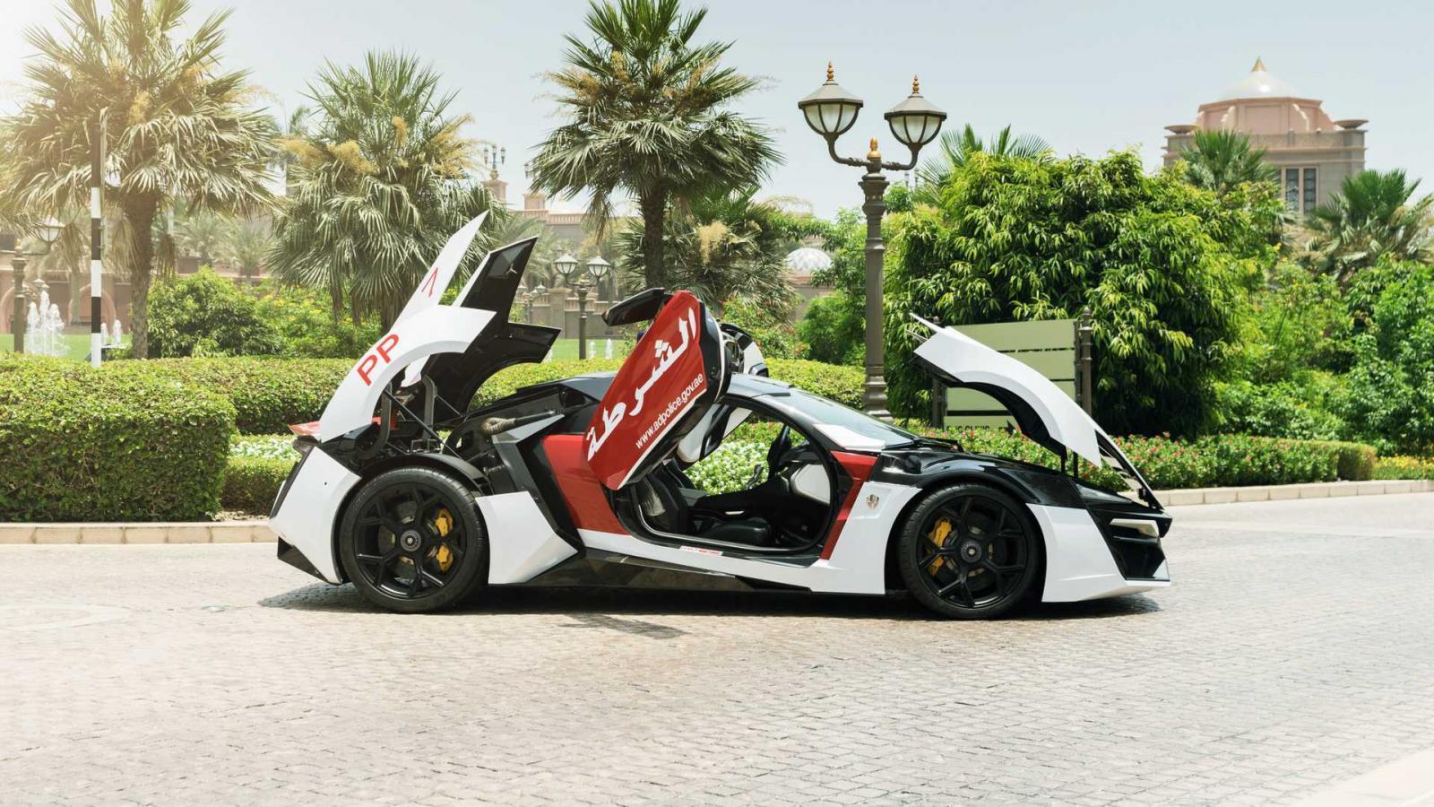 Xe có động cơ 6 xi-lanh đôi 3,7 lít. Có thể tăng tốc từ 0-99km/h chỉ trong 2,8 giây và tốc độ tối đa đạt tới gần 390 km/h