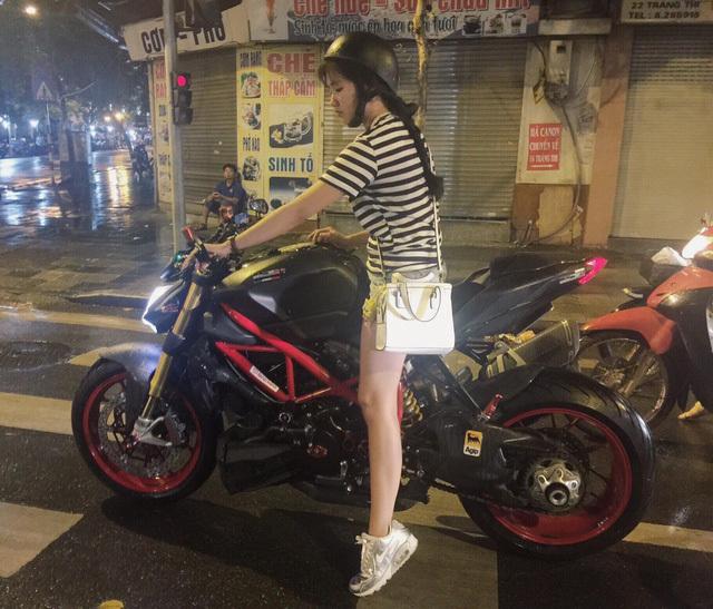 Nàng tiểu thư Sài thành Nguyễn Hoàng Kiều Trinh đam mê xe phân khối lớn