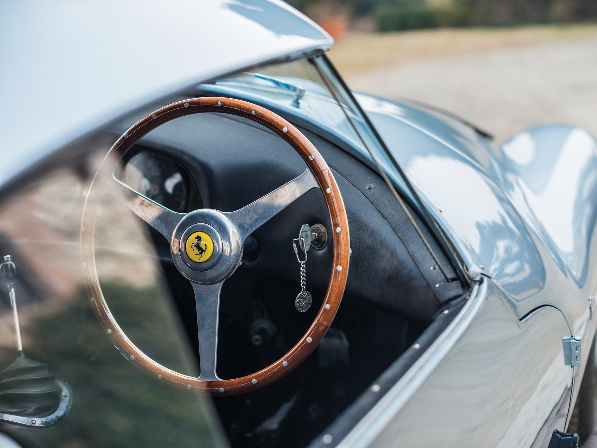 Và kết quả là một cỗ máy hoàn toàn xa lạ với Ferrari