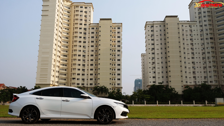 Tuy được sản xuất bởi một hãng xe Nhật, nhưng Honda Civic 2019 không hề nhàm chán như nhiều người thường nghĩ mà trái lại, trải nghiệm mẫu xe này cho cảm giác thực sự rất thể thao, đặc biệt đối với phiên bản RS cao cấp nhất mà PV có cơ hội cầm lái.