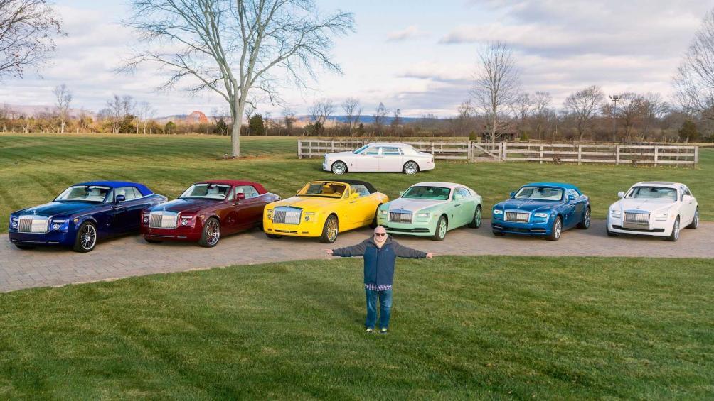 Michael Fux là tỷ phú ngành đệm thế giới. Ông đặc biệt có niềm đam mê với những chiếc xe cao cấp nhà Rolls-Royce. Đó cũng là lý do mà đến giờ ông đã có tới 12 chiếc Rolls-Royce trong garage