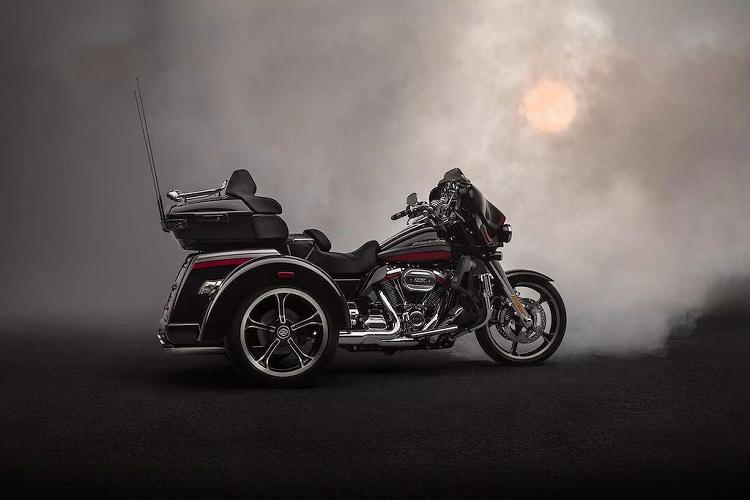 Low Rider S không chỉ là mẫu xe mới thứ 2 xuất hiện trong dòng sản phẩm 2020 của hãng xe mô tô đình đám Mỹ. Với đời xe năm sau, hãng cũng giới thiệu thêm một dòng mô tô 3 bánh mới là Harley-Davidson CVO Tri Glide 2020