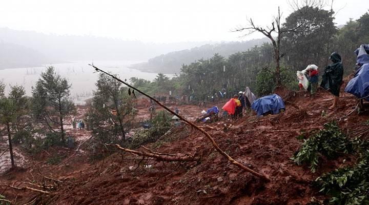 hiện trường sạt lở đất tại Đắk nông, 3 người trong gia đình bị vùi lấp