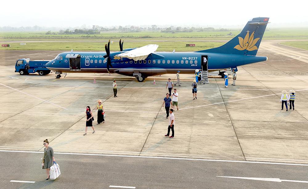 Sân bay Điện Biên hiện chỉ khai thác chặng bay ngắn, tàu bay nhỏ. Ảnh: Khánh Linh
