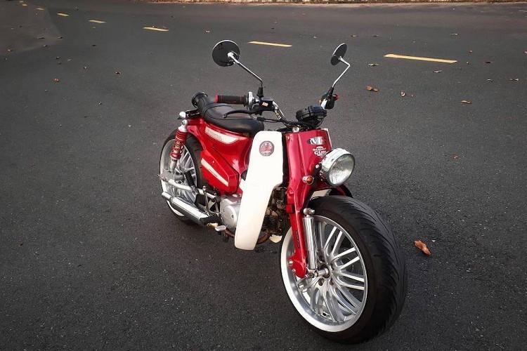 Vào khoảng năm 2010, những người chơi xe Indonesia đã nghĩ ra một phong cách độ mới khiến dòng xe máy Honda Super Cub trở nên cá tính và độc đáo hơn trong khi vẫn không mất đi nhiều những đường nét nguyên bản