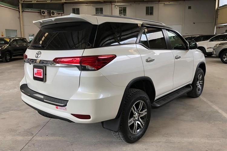 Toyota bắt đầu bán Fortuner lắp ráp từ tháng 6/2019. Riêng bản nhập khẩu 2 cầu 2.7 AT và bản lắp ráp kèm gói phụ kiện thể thao TRD đến đại lý vào tháng 8, tháng 9. Đây là bước chuyển định hướng kinh doanh trong 2019 của hãng xe hiện nắm thị phần lớn nhất trên thị trường ôtô Việt