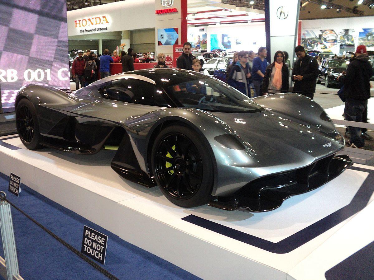 1. Aston Martin Valkyrie (2,6 triệu USD): là sự hợp tác giữa hãng xe Anh và đội đua Red Bull Racing