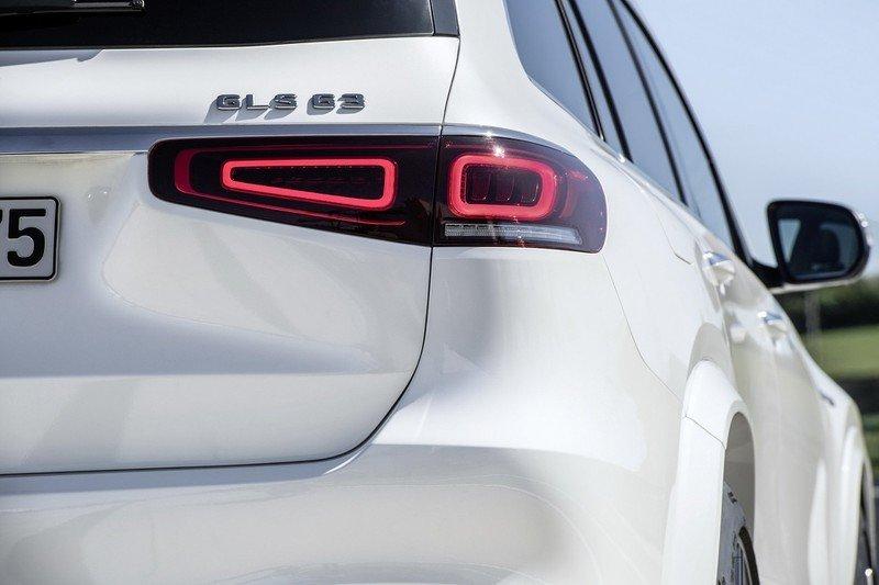 Mẫu GLS cao cấp này tất nhiên sẽ được trang bị hệ thống lái trợ lực thể thao của AMG, cũng như phanh hiệu suất cao
