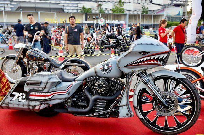 """Chiếc Harley-Davidson hàng khủng được độ với phong cách đại bàng trắng, một loài """"quốc điểu"""" của đất nước xứ cờ hoa (Mỹ)"""