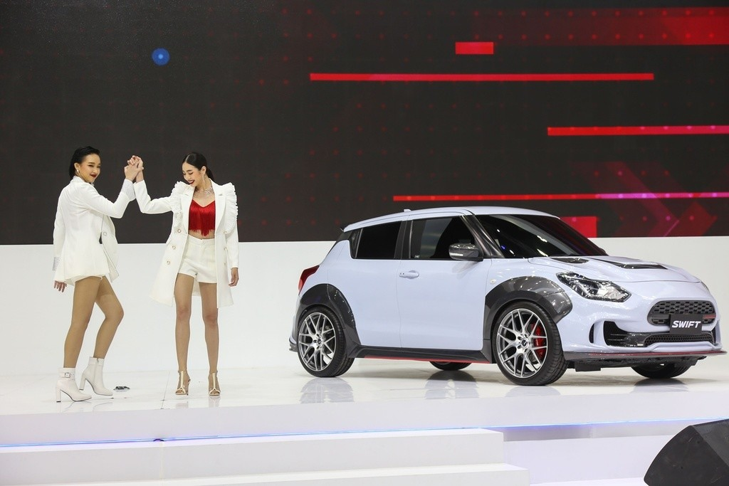 Hai bên hông xe của mẫu Extreme Concept nổi bật hơn hẳn so với những mẫu Swift khác nhờ vào bộ ốp vòm cua lốp, tạo nên một vẻ ngoài tươi mới hơn