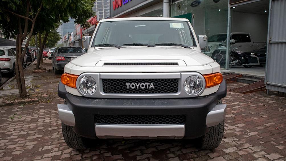Một đại lý nhập khẩu ô tô tại Hà Nội vừa đưa về mẫu Toyota FJ Cruiser 2020 mới, nhằm đáp ứng nhu cầu của khách hàng trước dịp Tết Nguyên đán