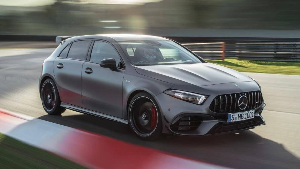 1. Mercedes-AMG A45 S 4MATIC + (thời gian tăng tốc từ 0-100 km/h: 3,9 giây)