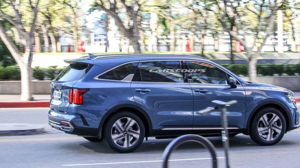 Theo các thông tin và ảnh chụp được trước đó, nội thất xe hứa hẹn chuyển sang sử dụng cần số núm xoay tương tự như SantaFe Facelift mới