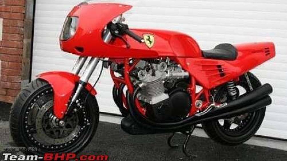 Một trong những sự kiện nổi bật vào năm 1996 đó là sự xuất hiện của mẫu mô tô đầu tiên của Ferrari