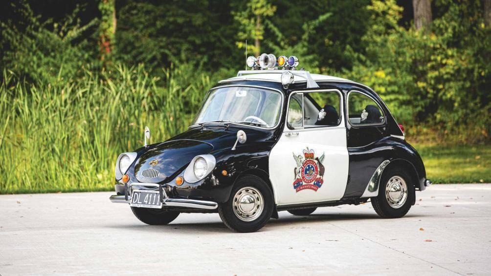 """Sau khi được độ lại lớp vỏ """"quân phục"""" bên ngoài, Subaru 360 được coi là chiếc xe cảnh sát dễ thương nhất mọi thời đại"""