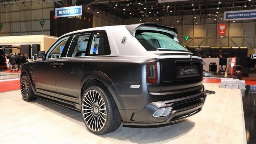 Chiếc SUV siêu sang này có giá bán cao hơn 562.000 đô la Mỹ, tương đương 13,03 tỷ đồng so với 1 chiếc Rolls-Royce Cullinan tiêu chuẩn