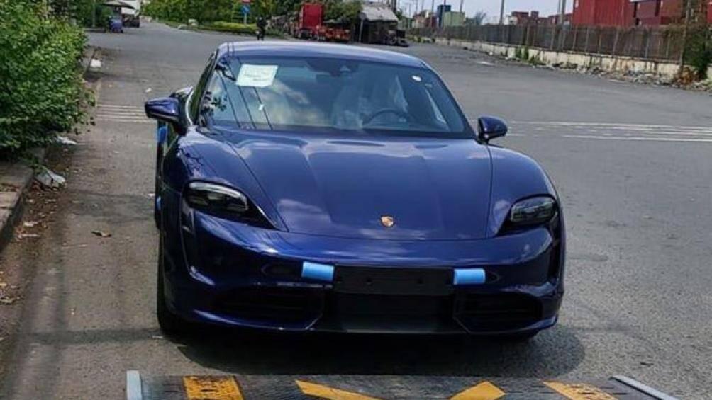 Sau hơn nửa năm kể từ lần đầu ra mắt thế giới, chiếc Porsche Taycan đầu tiên đã có mặt tại Việt Nam