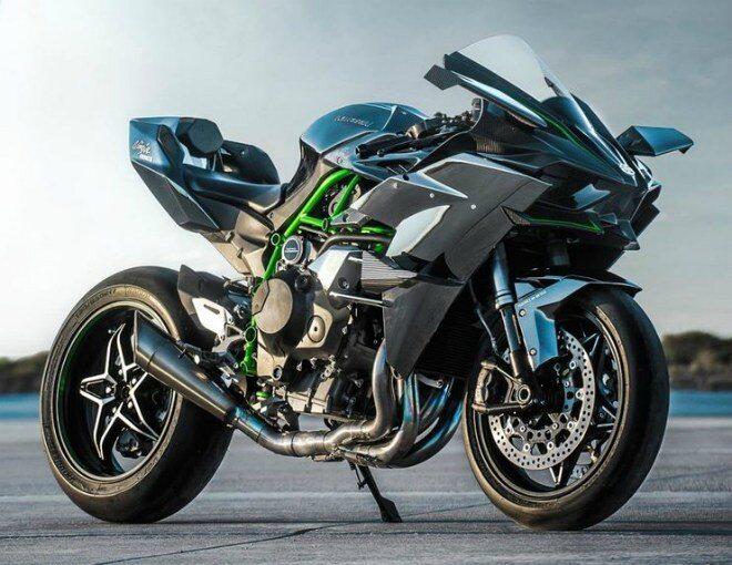 1. Kawasaki Ninja H2R: Xe đạt công suất tầm 310-326 mã lực, mạnh hơn 50% so với các mẫu xe mô tô nhanh nhất chạy đường phố hợp pháp hiện nay