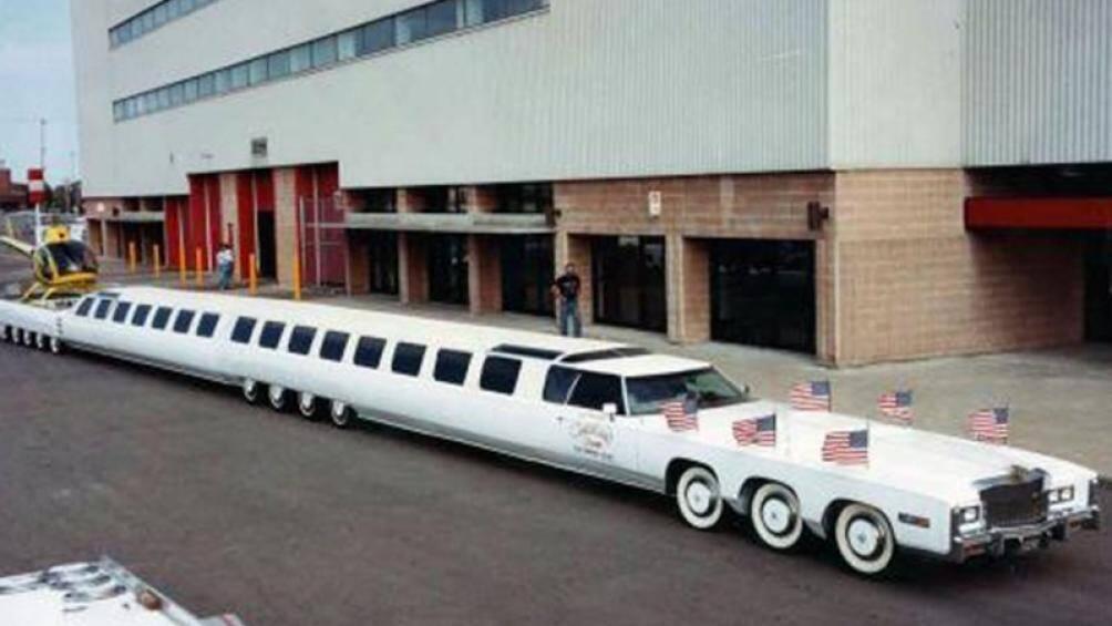 1. American Dream có tổng chiều dài lên tới 30,5 mét, chạy trên 26 bánh xe