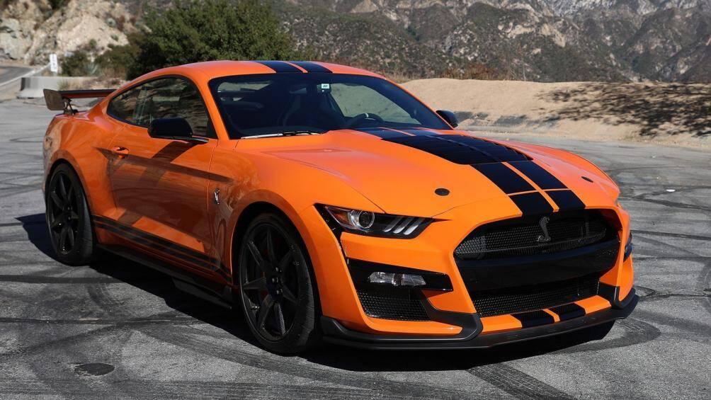 7. Ford Mustang Shelby GT500 2020 (giá khởi điểm: 72.900 USD, thời gian tăng tốc từ 0-96 km/h: 3,3 giây)