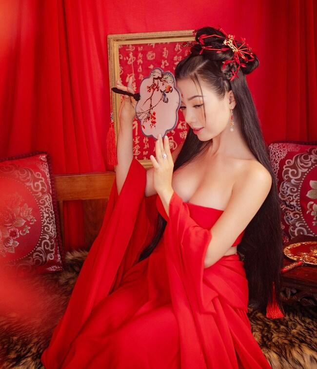 Cô nàng hot girl này sở hữu một thân hình vô cùng quyến rũ