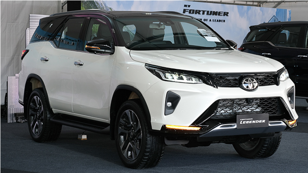 Toyota Fortuner 2021 mới được cho ra mắt tại Thái Lan với 2 cấu hình thường và Legender. Trong đó, bản Legender gây chú ý với phần đầu thiết kế đẹp mắt