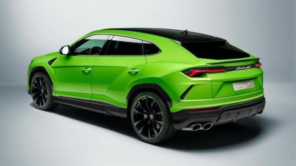 Pearl Capsule sở hữu ngoại thất hai tông màu, bao gồm các màu ngọc trai bốn lớp truyền thống có độ bóng cao của Lamborghini