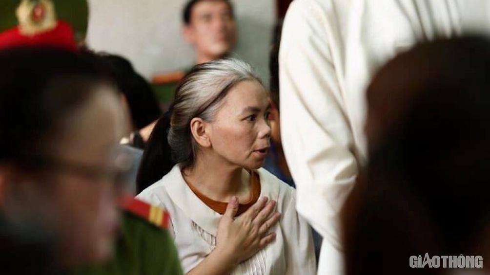 Bùi Thị Kim Thu tóc bạc trắng tại tòa