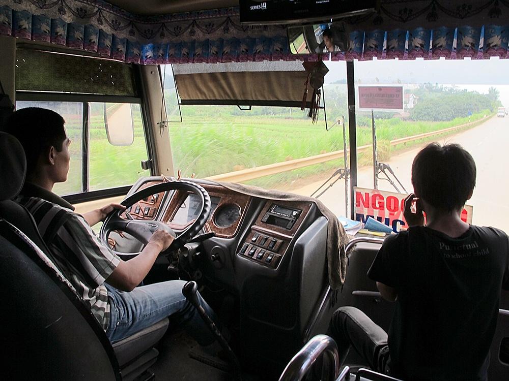 Vì sao lái xe kinh doanh vận tải cần thêm chứng chỉ hành nghề?