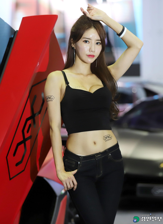 Im Sol Ah là một người mẫu xinh đẹp và nổi tiếng ở Hàn Quốc