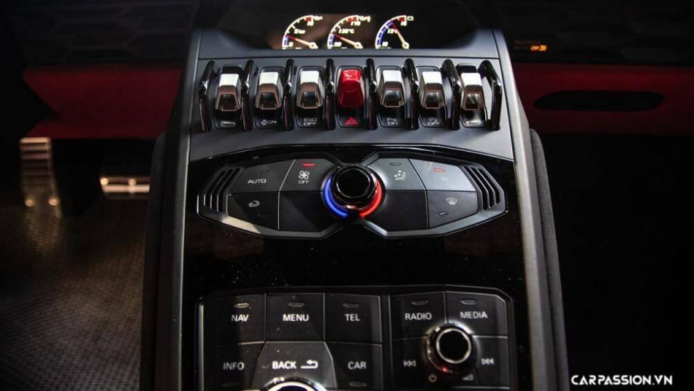 Xe có khả năng tăng tốc từ 0-100 Km/h trong vòng 3,2 giây, tăng tốc từ 0-200 Km/h trong vòng 9,9 giây và có tốc độ tối đa là 325 Km/h