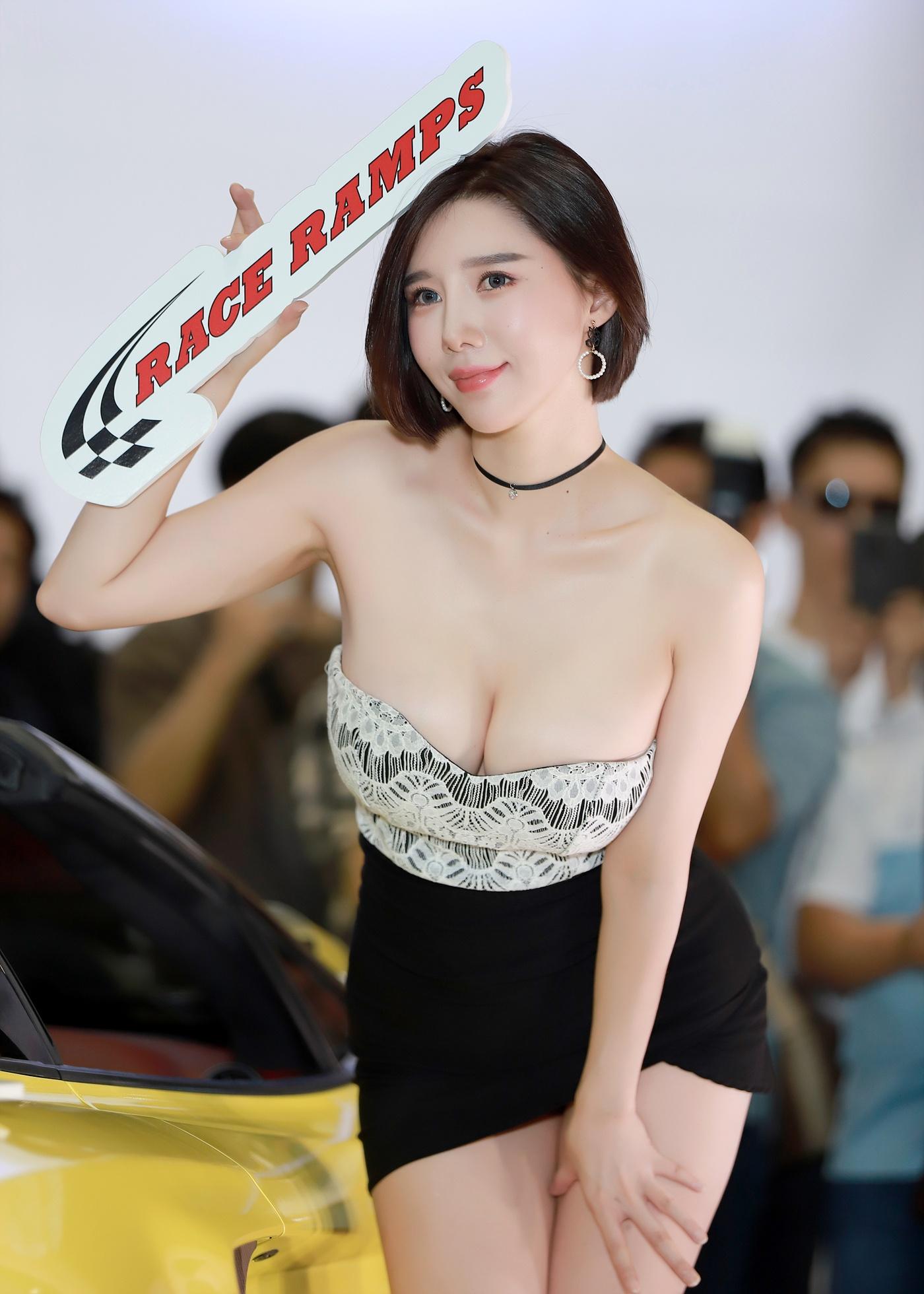 Song Jooa là cái tên không hề xa lạ trong giới người mẫu xe hơi Hàn Quốc